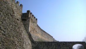 600502 Beautiful Castle on Lake Garda