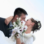 001353_wedding_kiss%20(2)