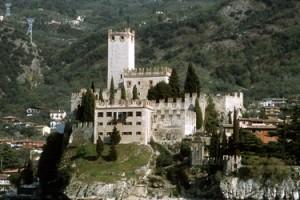 00369_lake_castle
