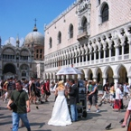 00523_just_married_in_venice