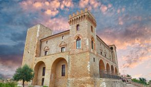 780505 Beautiful Medieval castle in Abruzzo
